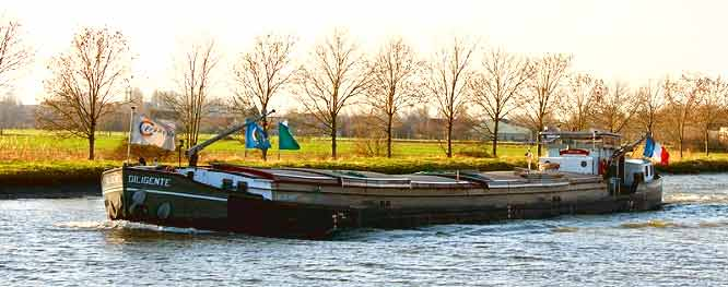 Bateau fluvial 50m
